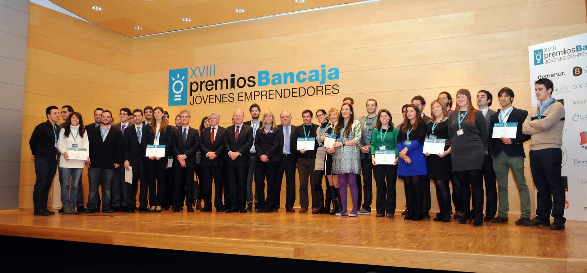 Alfredo R. Cebrián de Cuatroochenta, el primero por la derecha, en la foto de familia de los galardonados de los XVIII Premios Bancaja Jóvenes Emprendedores.